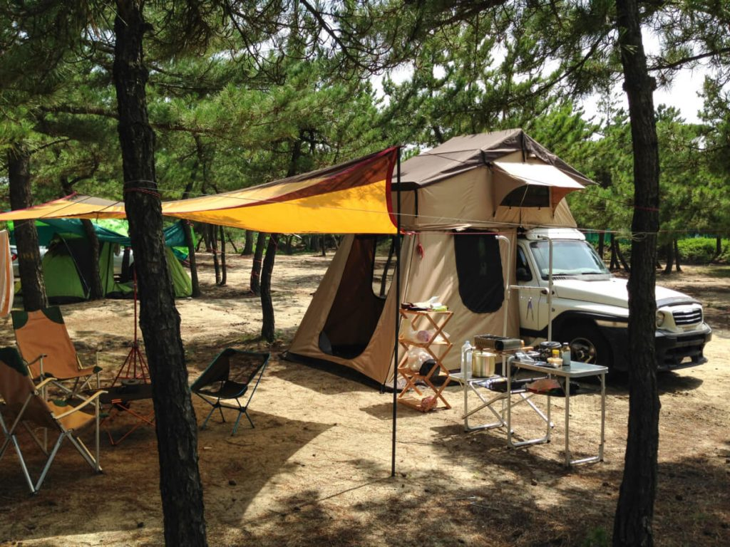 Camping SUV tent