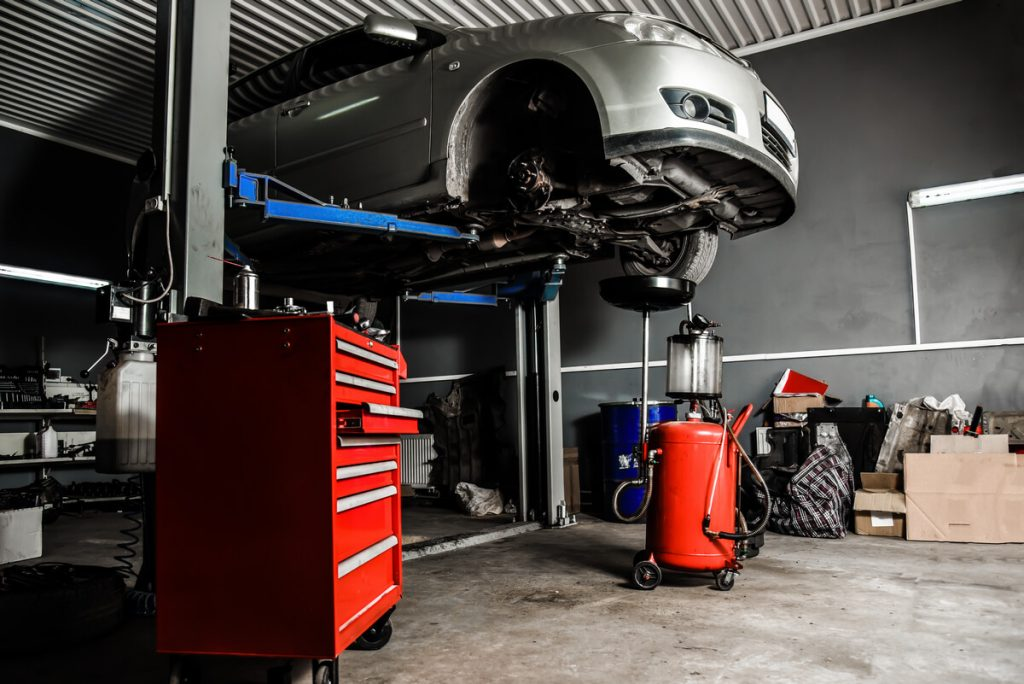 Auto mechanic car lift