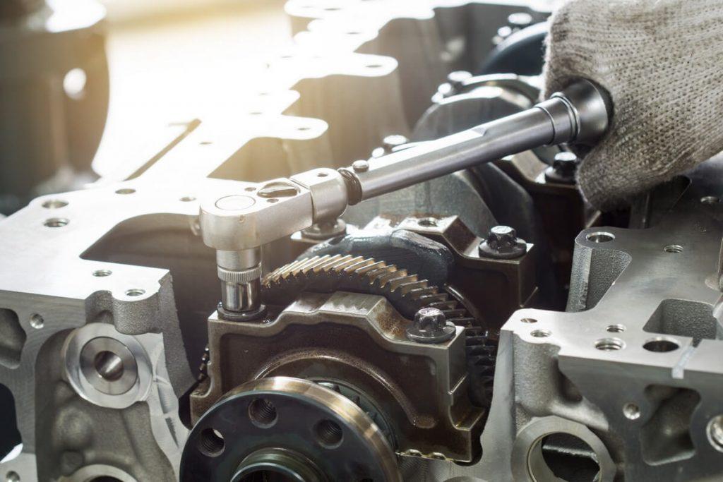 Auto mechanic using click-type torque wrench