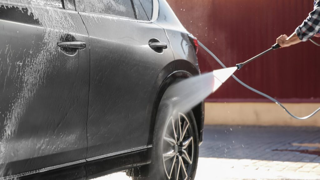 How to wash a car with pressure washer