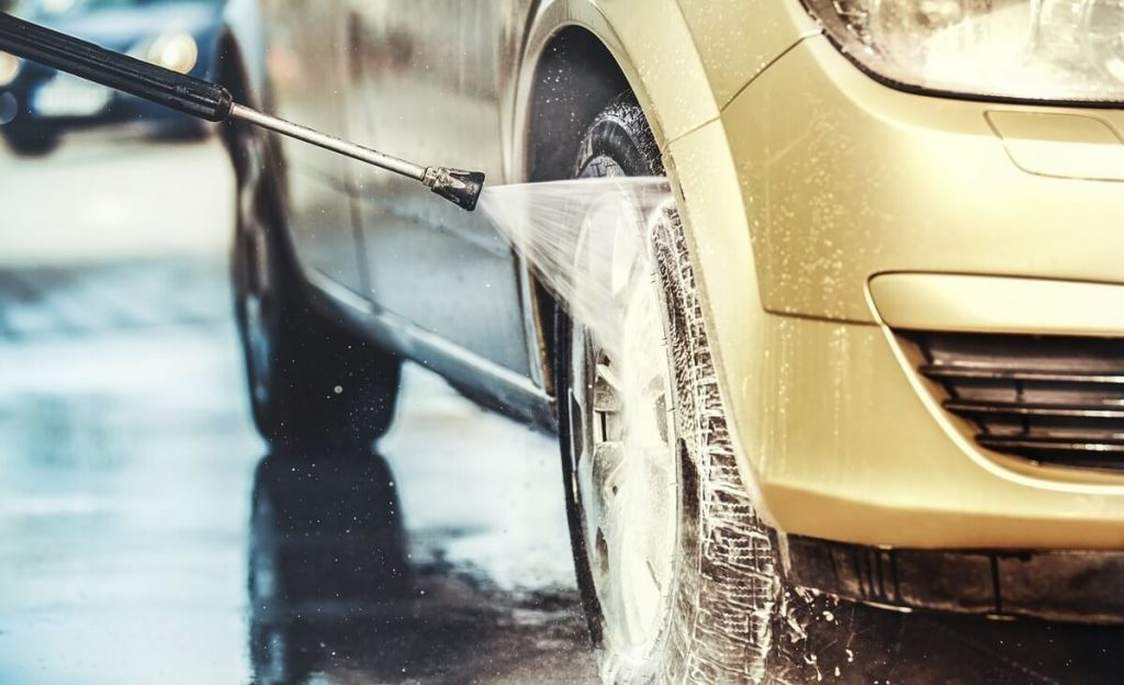 Rinsing car with pressure washer