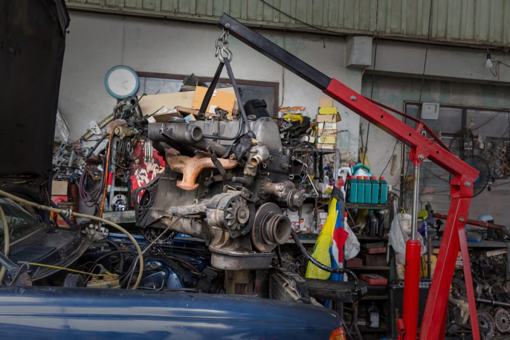 Replacing engine with hoist